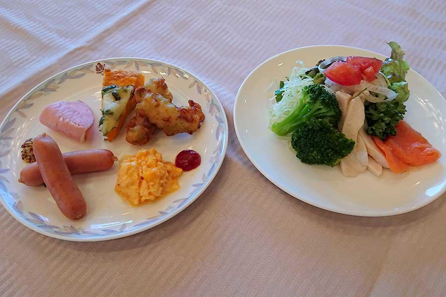 冷たい料理と温かい料理は別のお皿で【写真提供:SHIROYAMA HOTEL kagoshima】