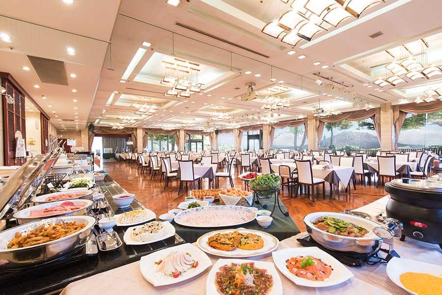 会場全体を見渡して料理の場所を把握するのもコツ【写真提供:SHIROYAMA HOTEL kagoshima】