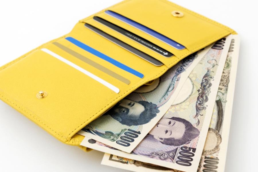 コンパクトなふた折のミニ財布【写真:写真AC】