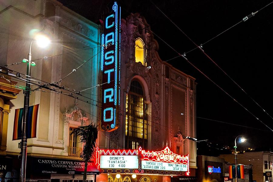 多くのLGBTQが集うカストロ地区にある、カストロシアター。1922年に設立され、今も地元民に愛される、サンフランシスコ(SF)のランドマークのひとつ【写真:パツワルド敬子】
