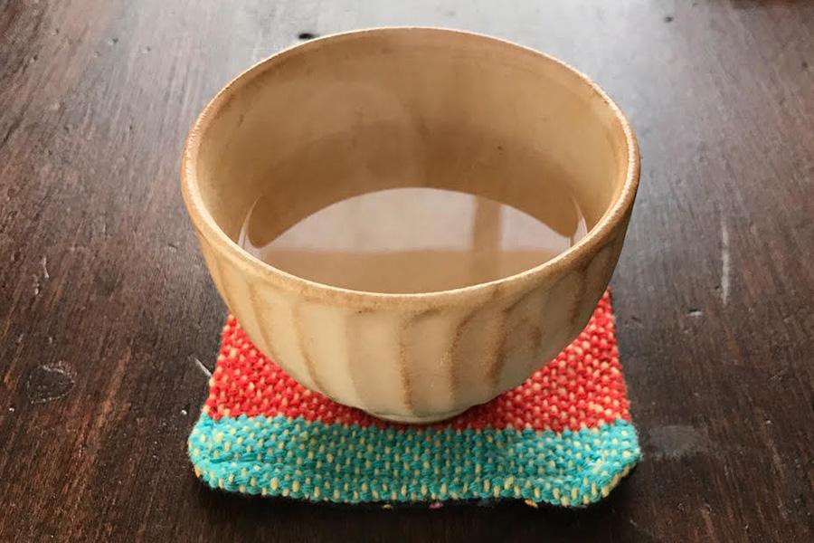 日本でもなじみの白湯。冷えた身体がじんわりあたたまる【写真:Hint-Pot編集部】