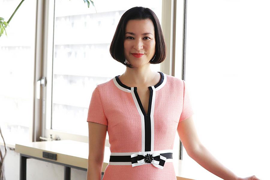 春めいたピンク色のワンピースを素敵に着こなす中田幸子さん【写真:Hint-Pot編集部】