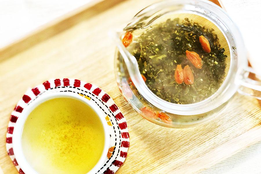 びわの葉茶やジャスミン茶を使った薬膳茶【写真:村上華子】