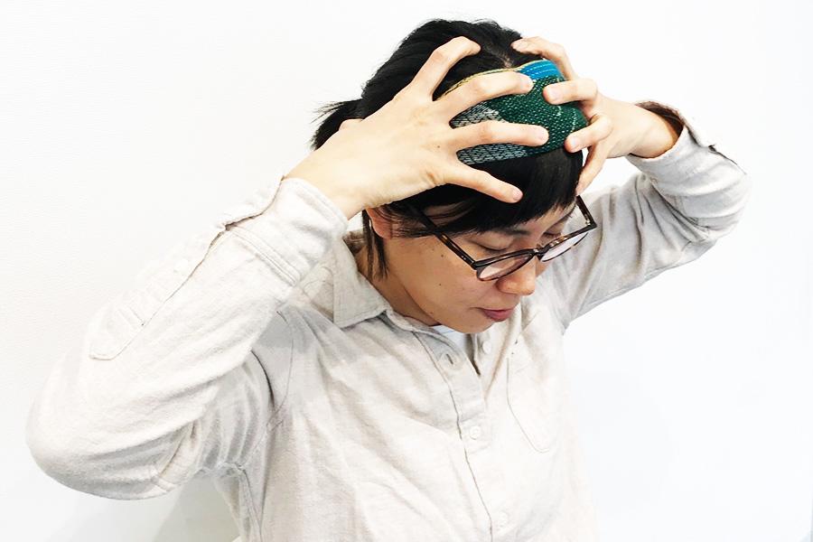 頭頂部、耳の上の平な部分、後頭部のでっぱりの下部分、えり足を1~2分程度行う【写真:Hint-Pot編集部】