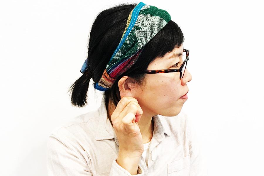 耳の上部から中部、耳たぶを優しく引っ張ったり、さすったりする【写真:Hint-Pot編集部】