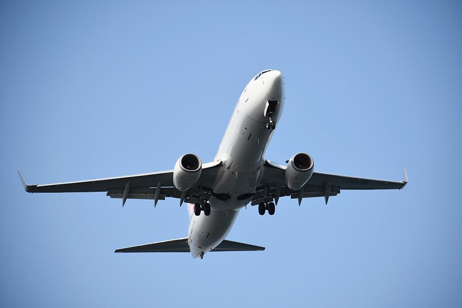 年に何度も乗らない飛行機。楽しみだけど不安も……【写真:写真AC】