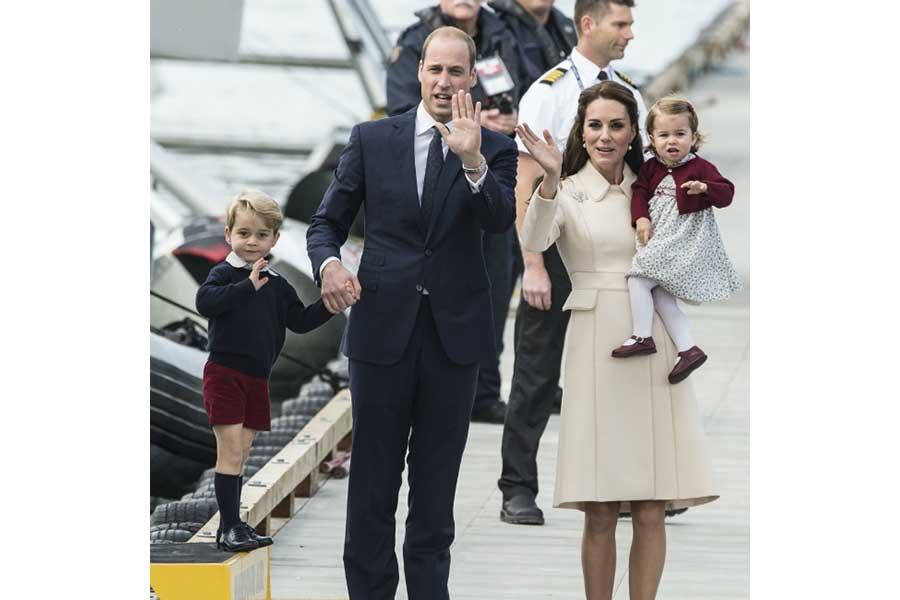 (左から)ジョージ王子、ウィリアム王子、キャサリン妃、シャーロット王女【写真提供:BANG SHOWBIZ】