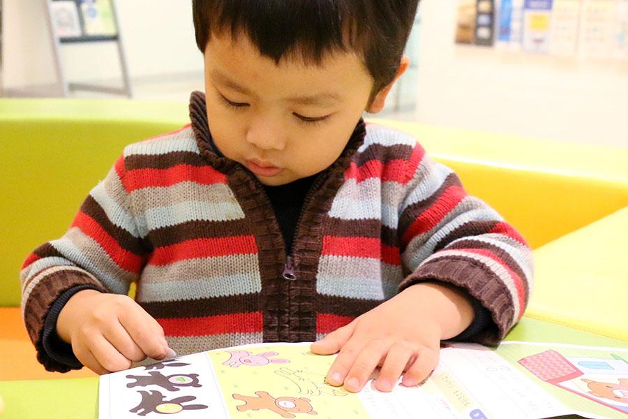 習い事をする子ども(写真はイメージです)【写真:写真AC】