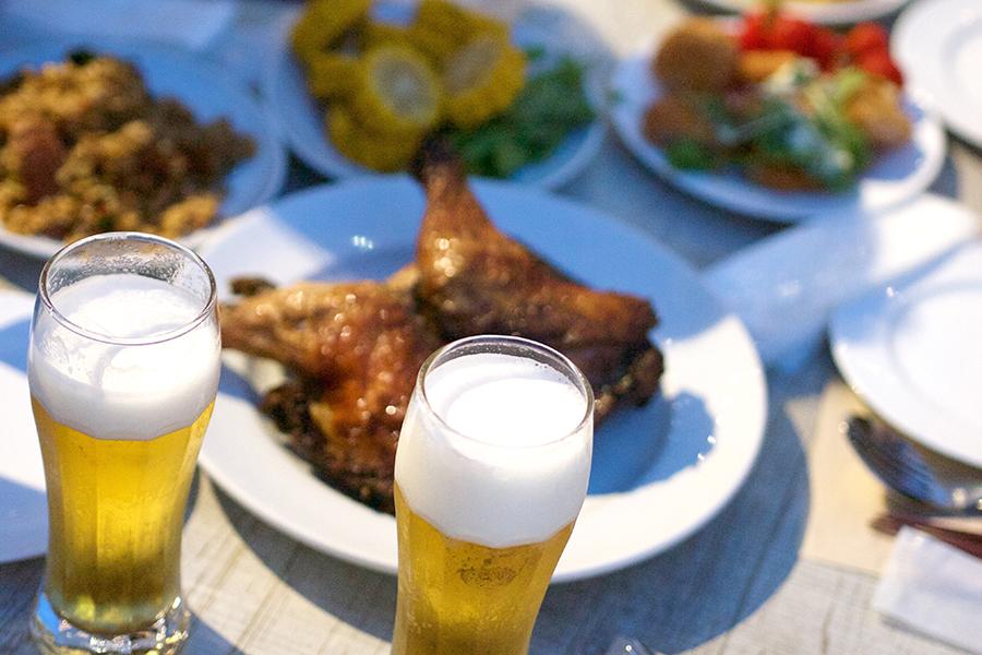 ビールと居酒屋料理(写真はイメージです)【写真:写真AC】