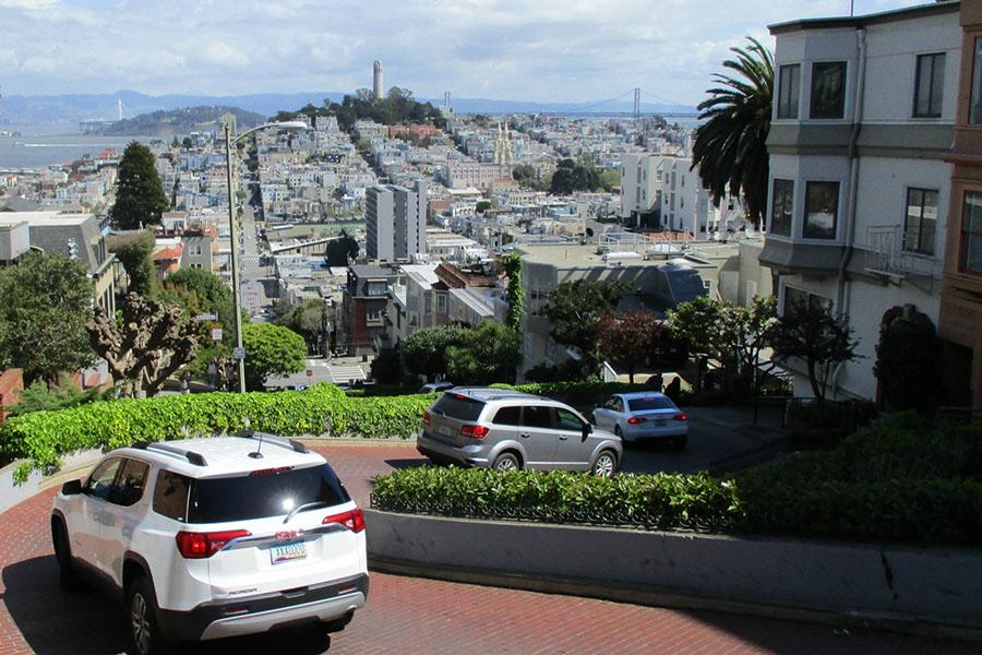 アメリカ・サンフランシスコの車道(写真はイメージです)【写真:写真AC】