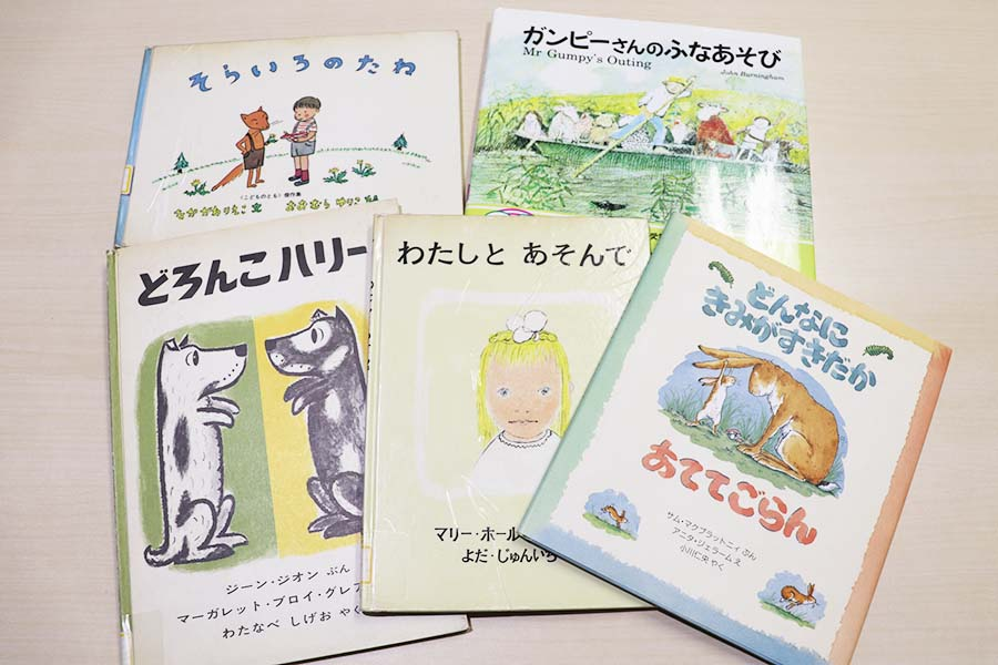 ラボ教育センターが所蔵する、竹内さんおすすめの名作絵本の書影【写真:Hint-Pot編集部】