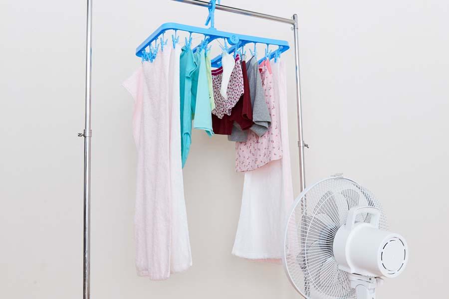 アーチ干しで扇風機など家電を使用【写真提供:ライオン】