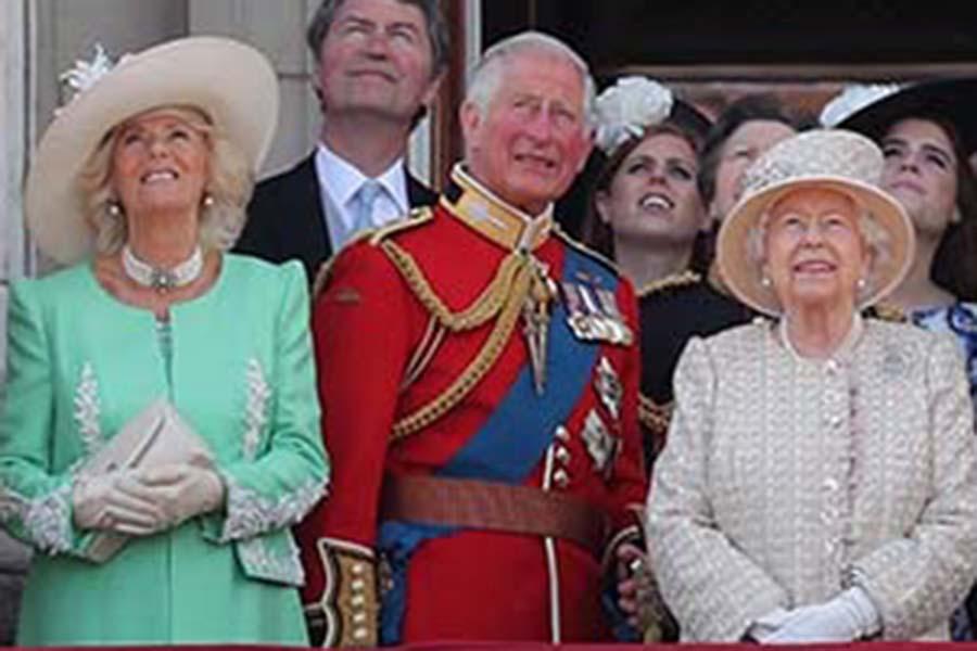カミラ夫人、チャールズ皇太子、エリザベス女王【写真:Getty Images】