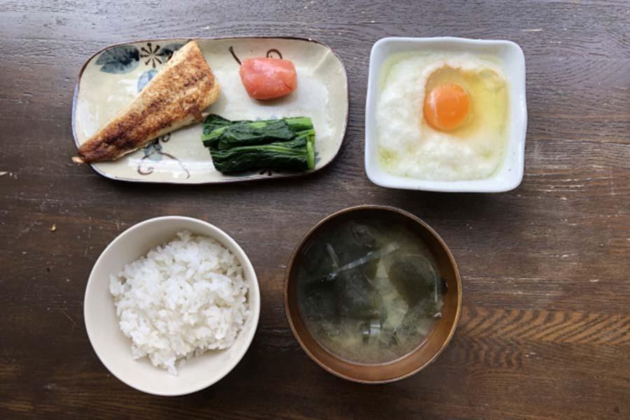 朝ごはん、しっかり食べたいけれど…(写真はイメージです)【写真:写真AC】