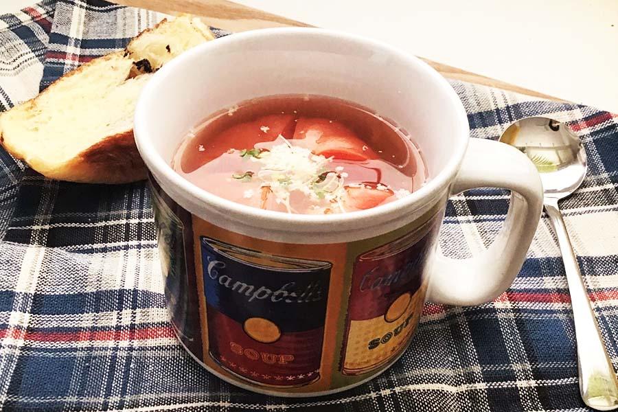 あっという間で簡単 1個丸ごとペロリいける! トマトのスープ【写真:Hint-Pot編集部】