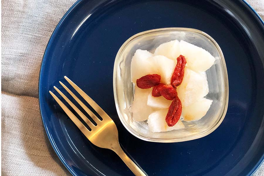 梨を使った秋の温かい薬膳デザート【写真:村上華子】