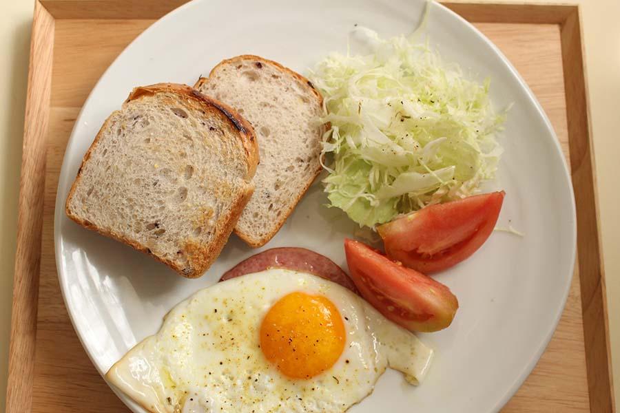 忙しい時間も朝食はしっかり食べたい(写真はイメージです)【写真:写真AC】