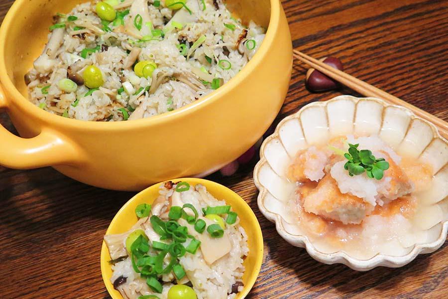 「キノコの炊き込み土鍋ごはん」と「秋鮭のみぞれ漬け」【写真:和栗恵】