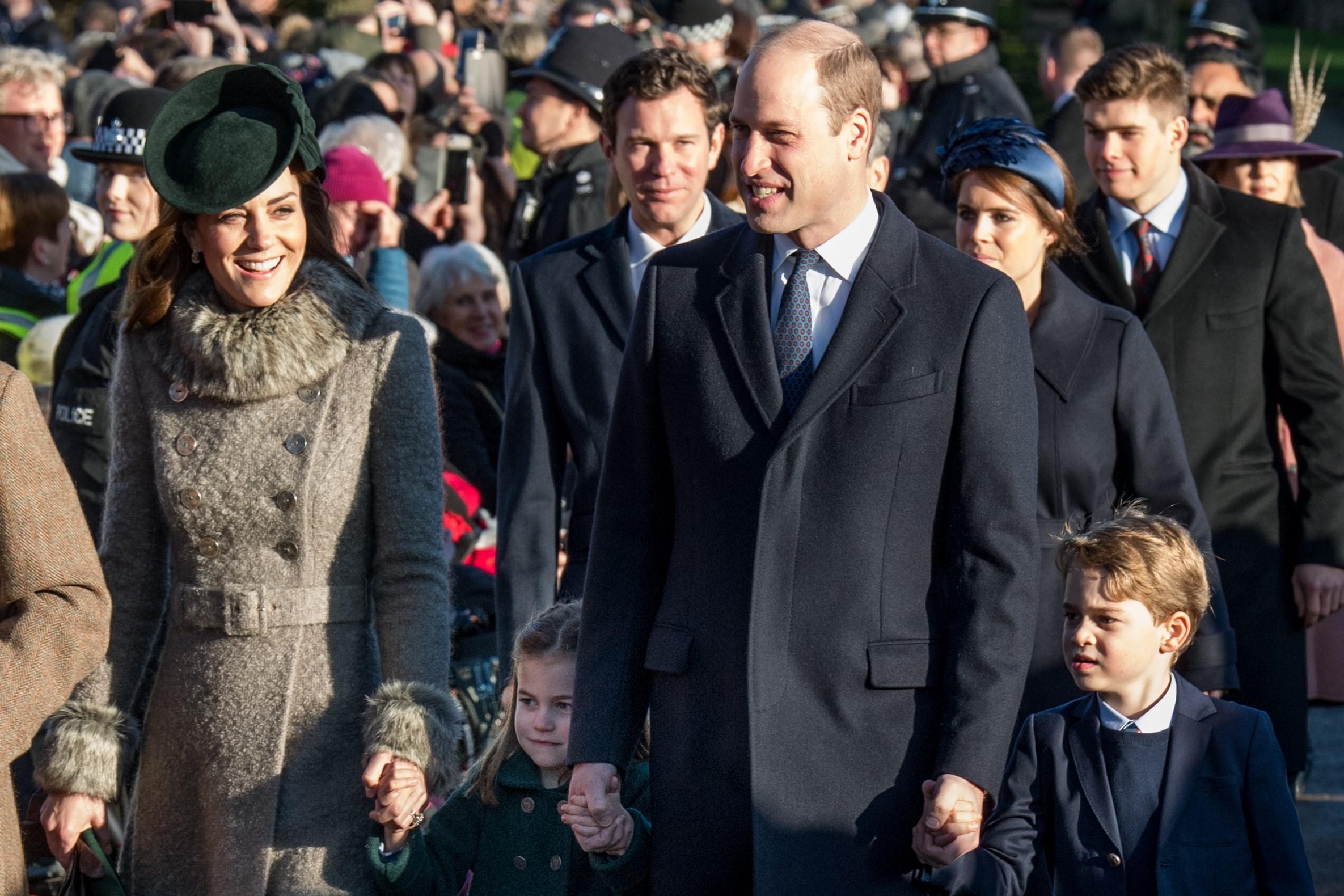 キャサリン妃、シャーロット王女、ウイリアム王子、ジョージ王子のクリスマス礼拝の様子【写真:Getty Images】