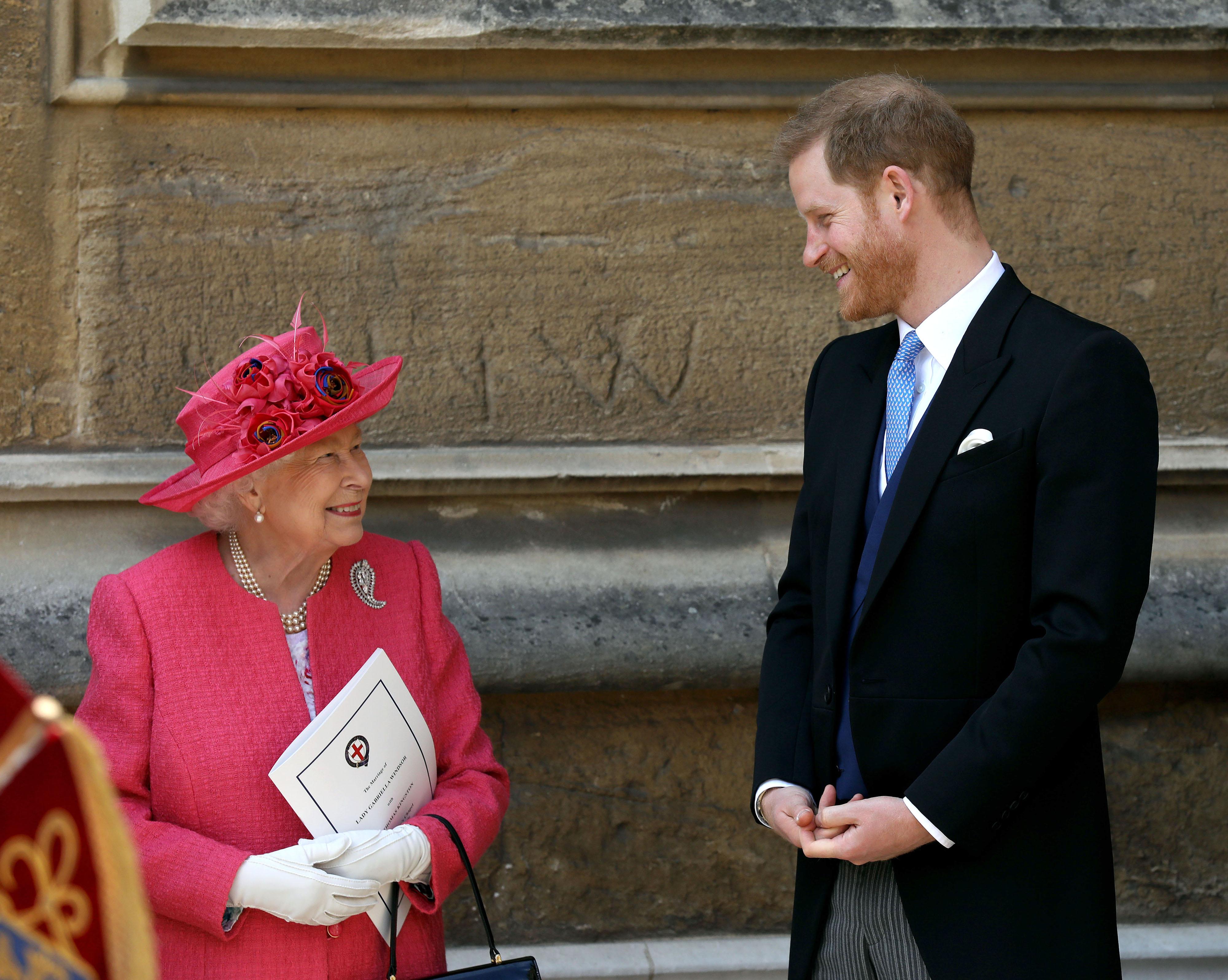 エリザベス女王とヘンリー王子【写真:Getty Images】