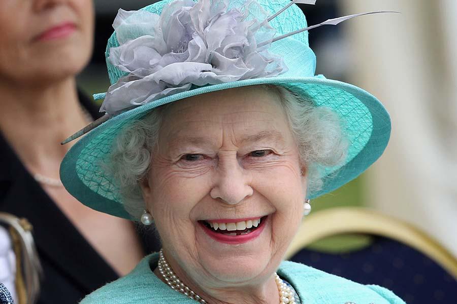エリザベス女王のアクセサリーにも注目が集まった【写真:Getty Images】