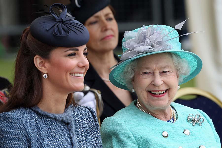 キャサリン妃とエリザベス女王【写真:Getty Images】
