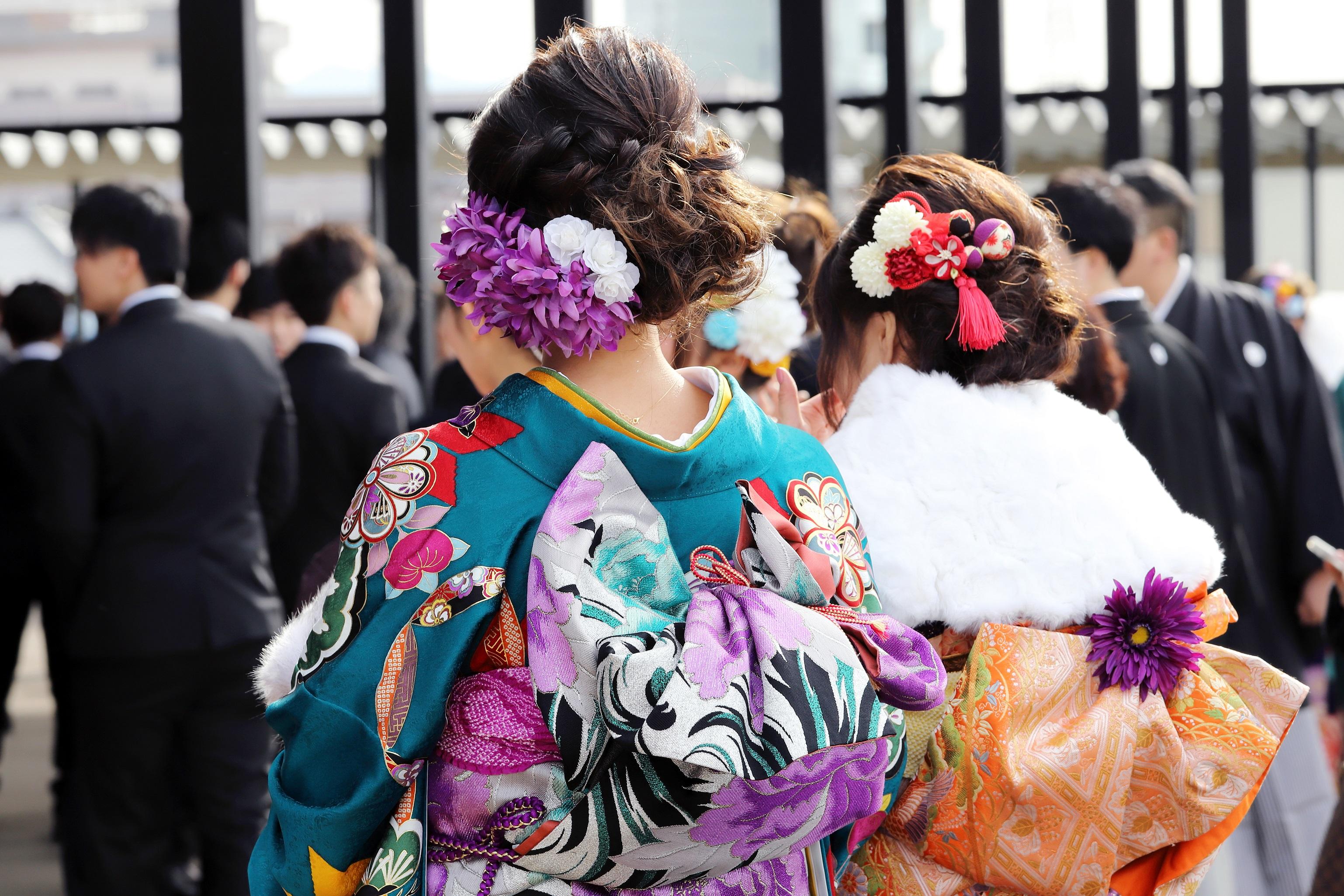 成人式に参加する振袖の女性(写真はイメージです)【写真:写真AC】