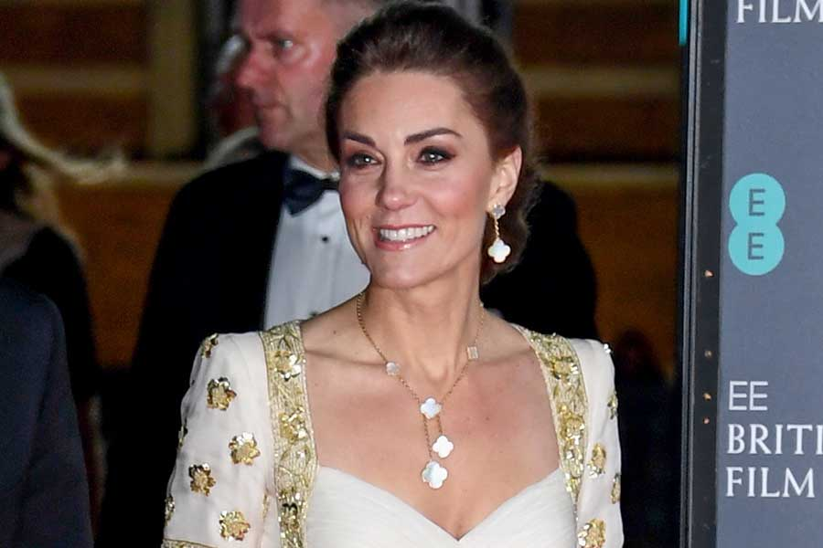 授賞式で艶やかなドレス姿を披露したキャサリン妃【写真:Getty Images】