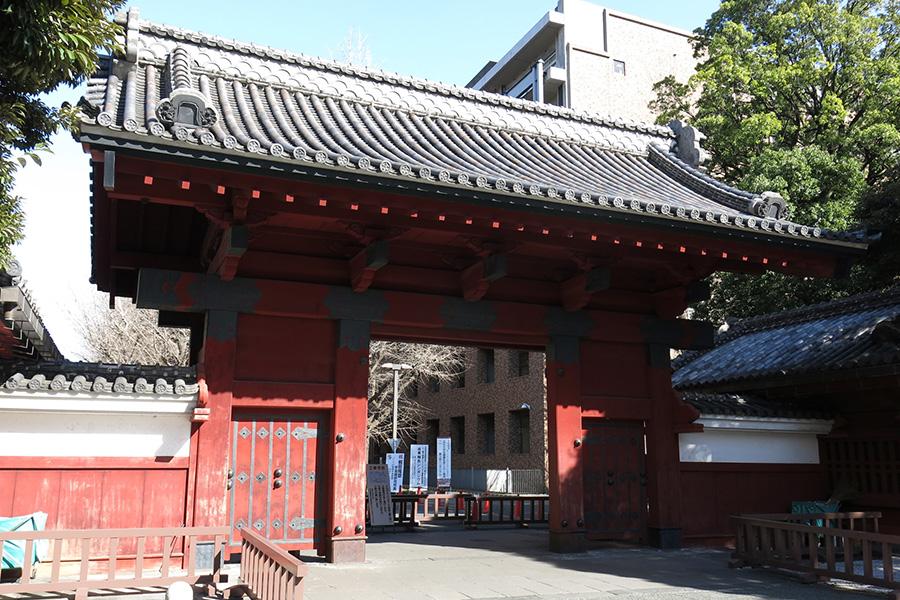 合格発表が行われた東大の赤門【写真:photolibrary】