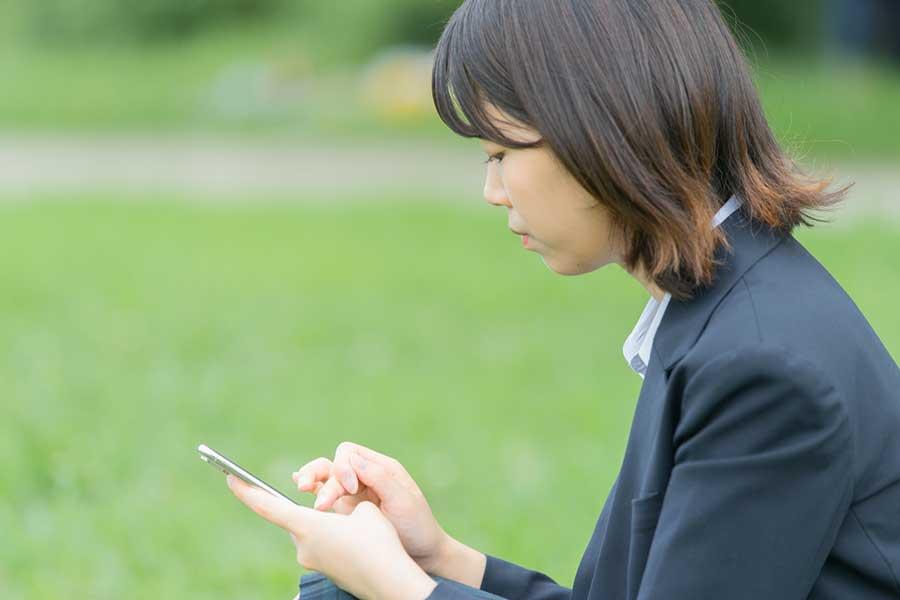 親が気付かないうちに子どもがネット上でトラブルに巻き込まれている可能性も(写真はイメージ)【写真:写真AC】