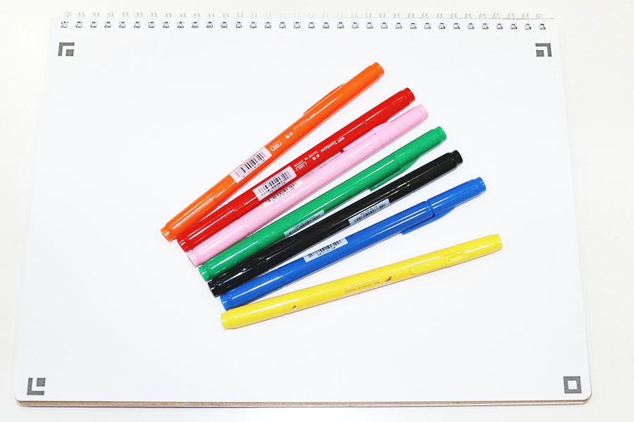描き心地がよくあまり重過ぎないスケッチブックと、カラーペンをまずは用意【写真:Hint-Pot編集部】