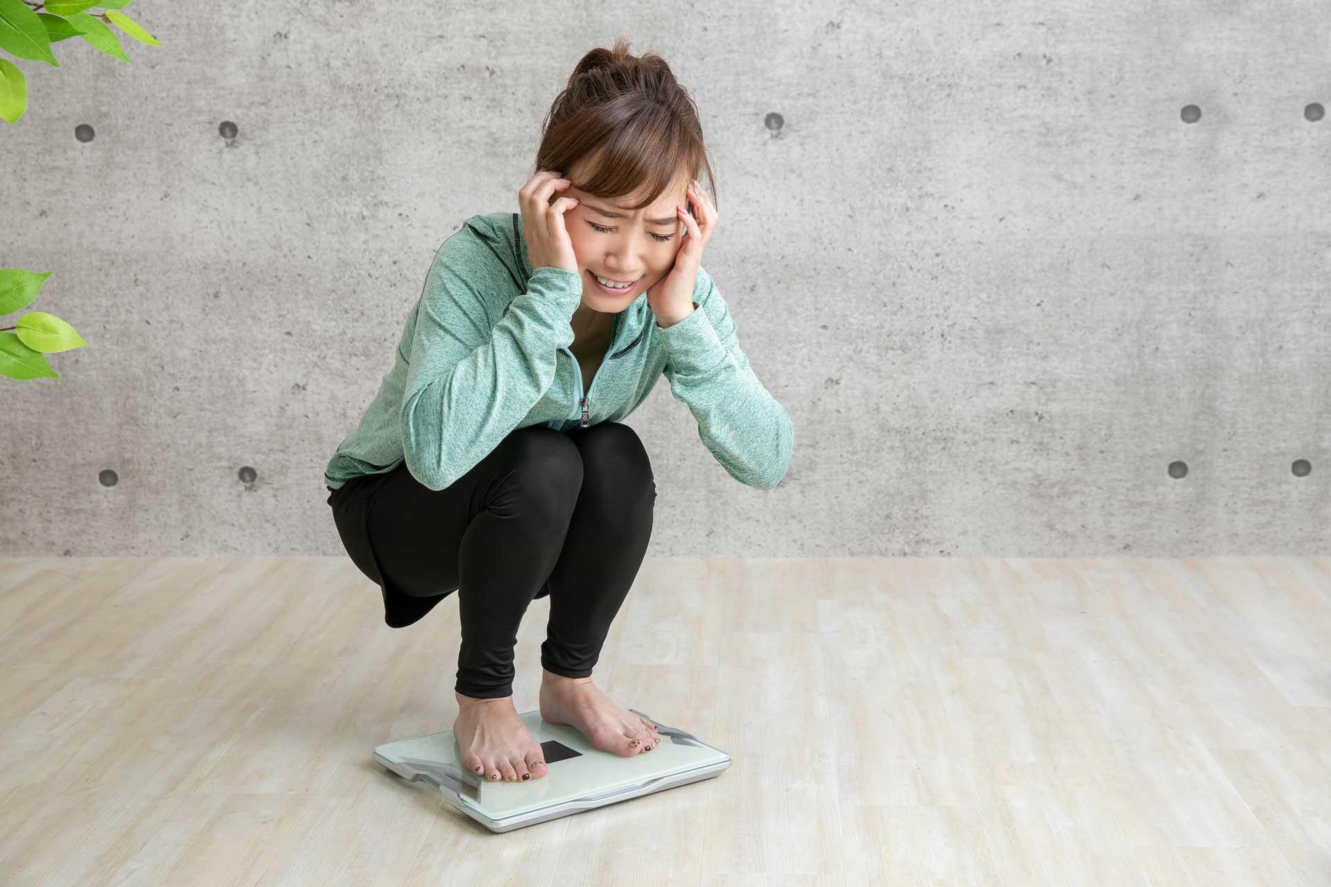 実は危険な体重増加… 新型コロナウイルスの影響はさらに広がる(写真はイメージ)【写真:写真AC】
