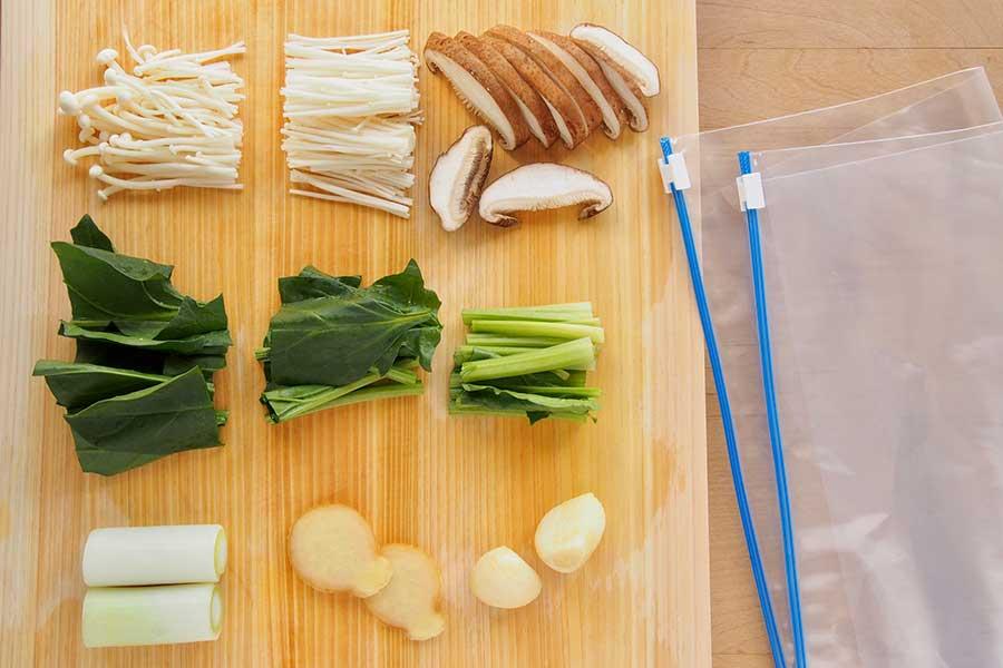 野菜は新鮮なうちにカット【写真:市川千佐子】