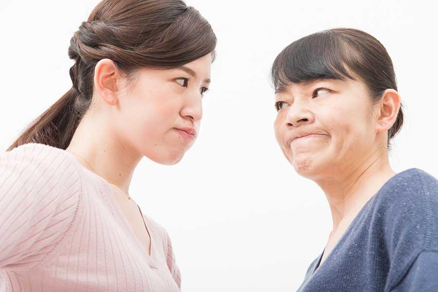 夫のマザコンぶりに驚愕した妻 夫婦は離婚危機を迎えている(写真はイメージ)【写真:写真AC】