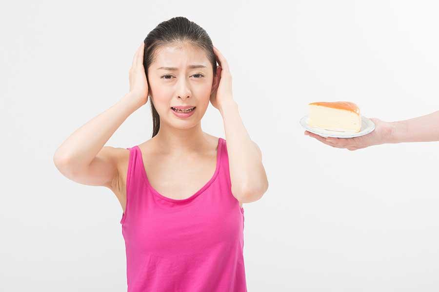 食べたいけど、やっぱり… 甘いものへの悩みは尽きない(写真はイメージ)【写真:写真AC】