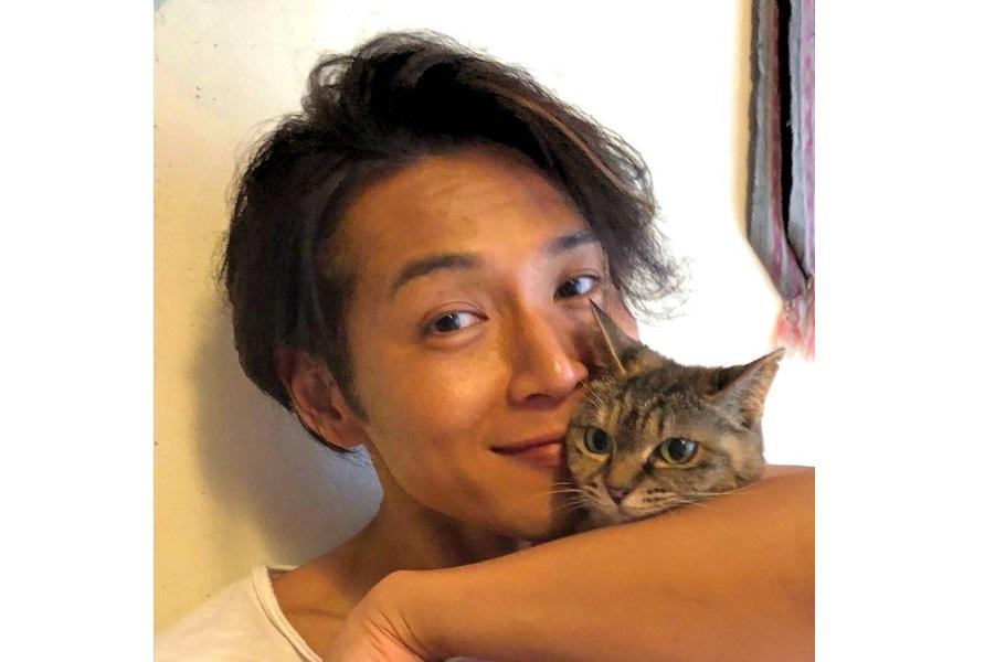 白川さんと元保護猫の「みかん」ちゃん【写真提供:ジースター・プロ】