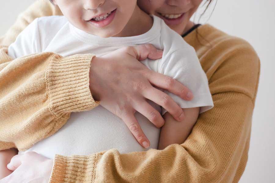 どちらもかわいい自分の子どもなのに……。息子ばかりかわいいのはなぜ?(写真はイメージ)【写真:写真AC】