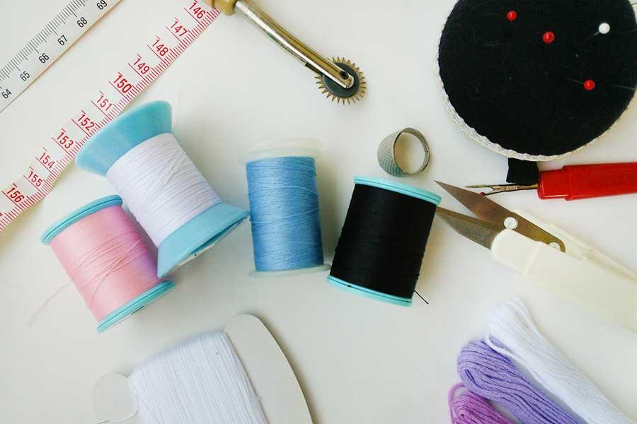 お裁縫を始めた人へ 学校で習った気がするけれど、今さら聞けない針と糸の基本をおさらい【大人の家庭科1】