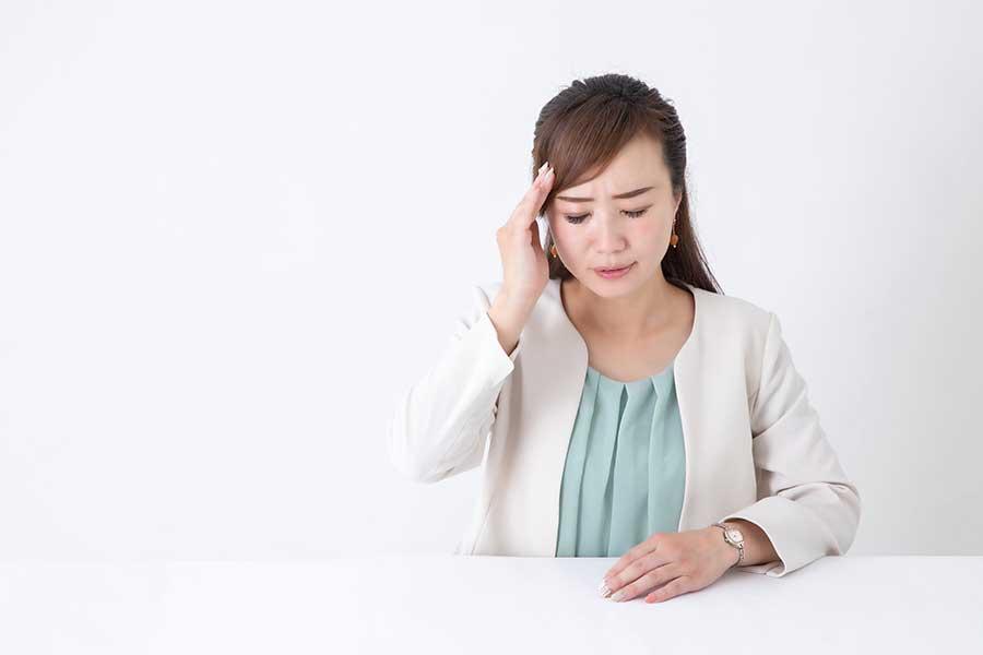つらい生理痛。中には仕事に支障をきたすほどの痛みや不調が出た人も(写真はイメージ)【写真:写真AC】