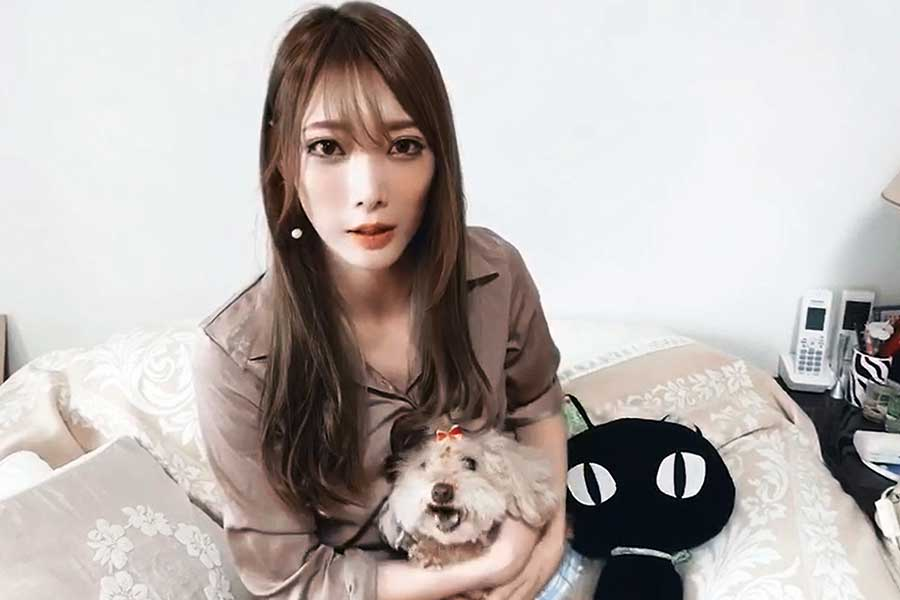 赤井沙希選手と愛犬「クック」くん。動画で紹介する様子【画像:HEARTS AS ONE】