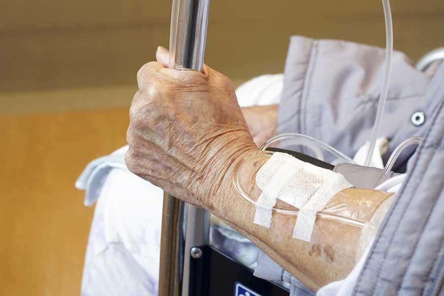 父の介護に直面している筆者が「生死の選択」に迫られた(写真はイメージ)【写真:写真AC】