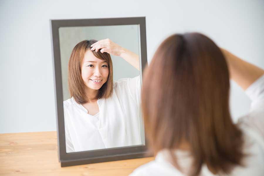 コツを掴んで思い通りの前髪セルフカットに挑戦(写真はイメージ)【写真:写真AC】
