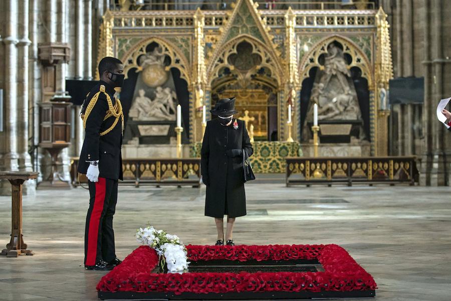 ウェストミンスター寺院を訪問したエリザベス女王【写真:AP】