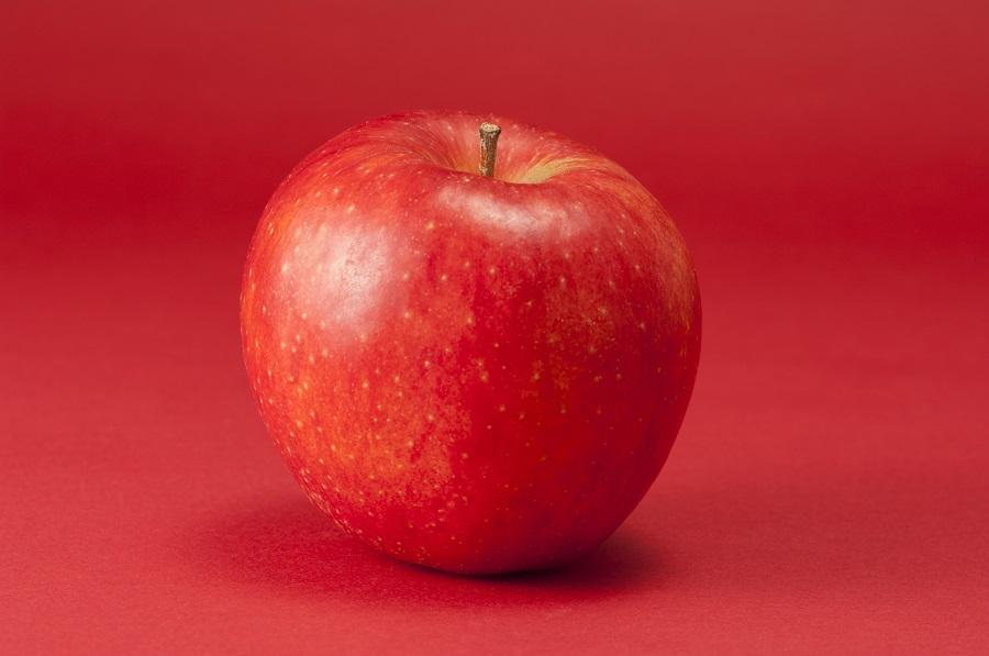 秋から冬が旬の栄養豊富なリンゴ(写真はイメージ)【写真:写真AC】