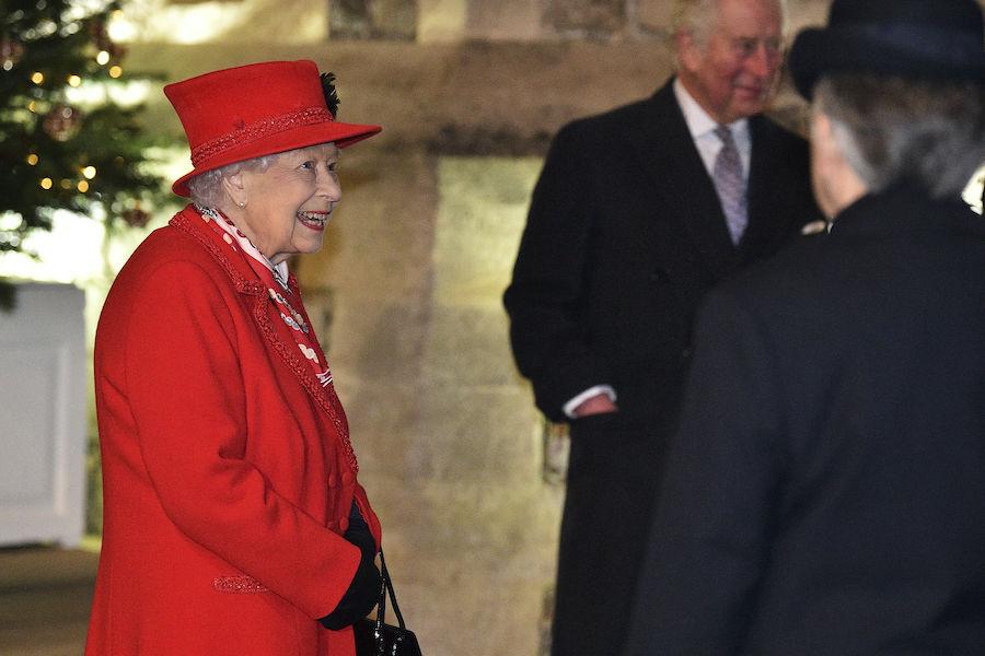 ウィンザー城での公務に臨んだエリザベス女王【写真:AP】
