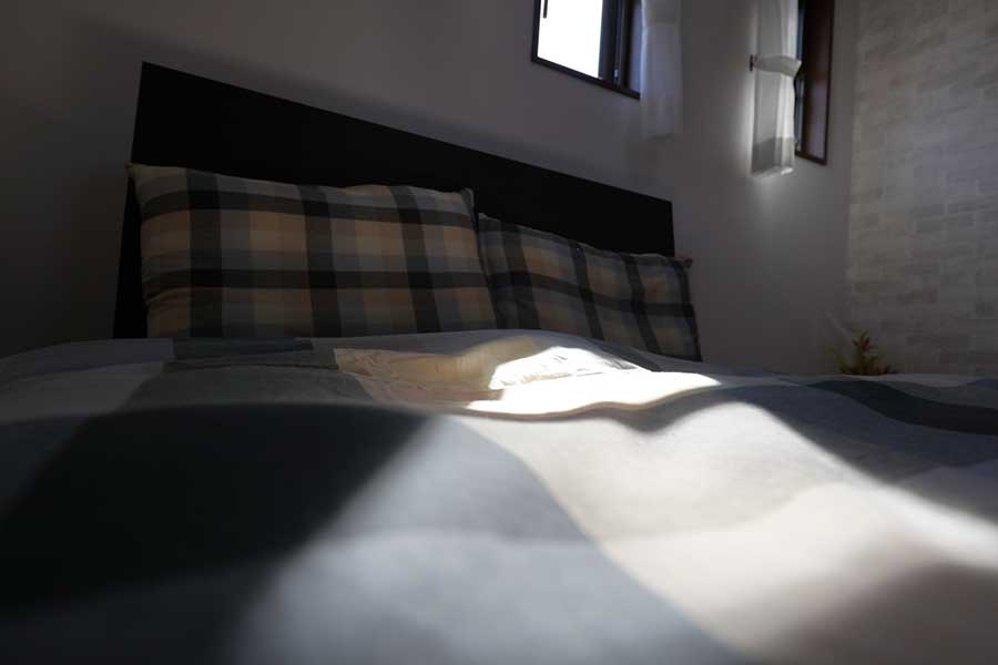 寝室は掃除だけでなく、布団の手入れにも配慮を(写真はイメージ)【写真:写真AC】