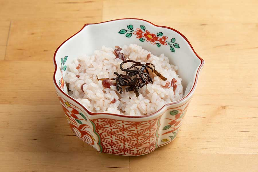 茹で小豆缶を使えば1人分でもすぐ調理できる「小豆粥」【写真:塔筋清人】