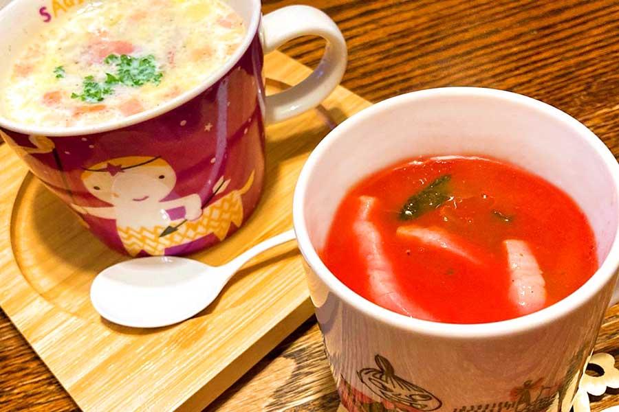 ジュースを使ったトマトスープ(右)と、冷凍ピラフで作るリゾット風のスープ(左)【写真:和栗恵】