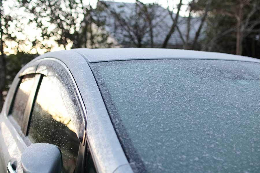 フロントガラスの凍結が簡単に解消できると話題に(写真はイメージ)【写真:写真AC】