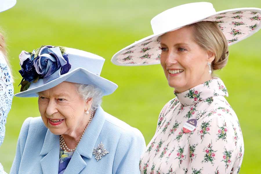 エリザベス女王とソフィー妃【写真:Getty Images】